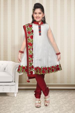 Нарядное платье для девочки с рукавами